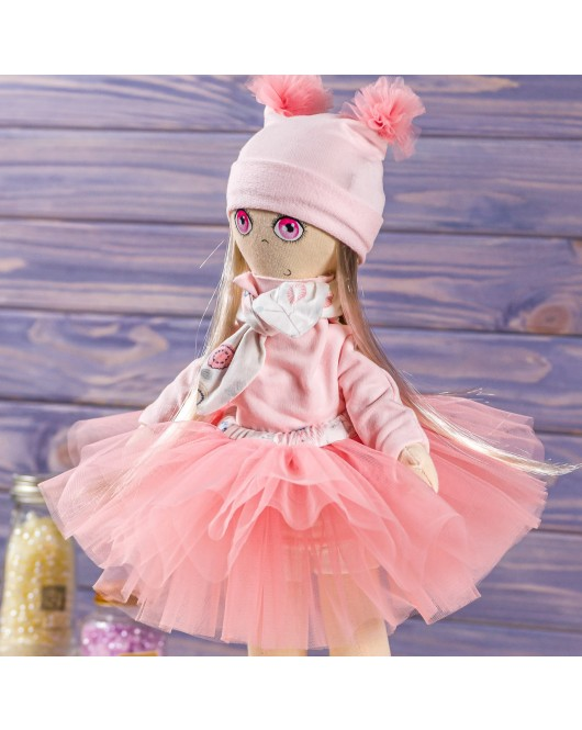"""М'яка інтер'єрна іграшка """"Дівчинка"""" ручна робота, колір: світло-рожевий, висота - 39 см, колекційна лялька"""
